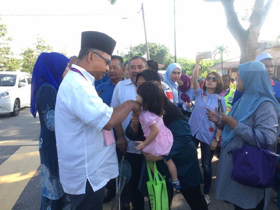 PRU14: Idris Haron Mengundi Di SRJKC Lih Jen