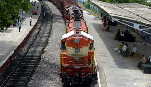 Pekerja Keretapi India Digesa Lancar Mogok Naik Gaji