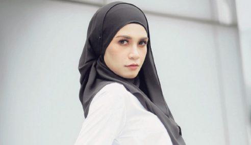 Izreen Terharu Suami Buat Kejutan Beri Sejambak Bunga