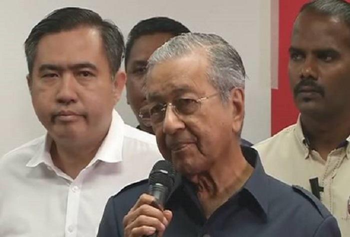 Mahathir Akui Memang Arah Sekat Najib Ke Luar Negara
