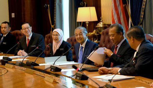 Mahathir Pengerusikan Mesyuarat Kabinet Pertama