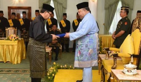 Azlan Man Angkat Sumpah Menteri Besar Perlis