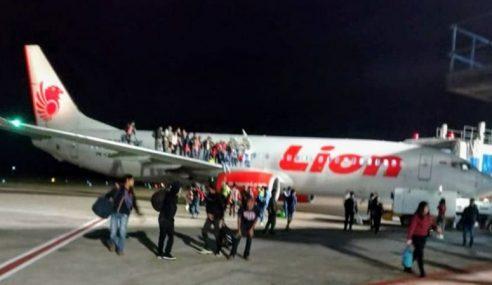 'Gurauan Bom' Penumpang Terjun Dari Pesawat