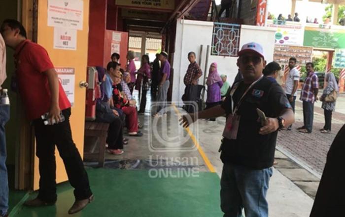 Sengaja Masuk Pusat Mengundi Dengan Logo PKR