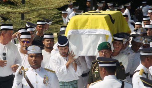 Jenazah Bonda Sultan Johor Selamat Dimakamkan