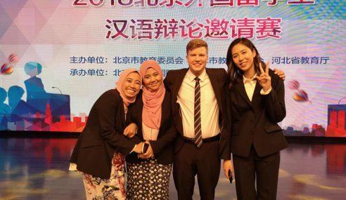 2 Anak Melayu Juara Debat Mandarin Antarabangsa