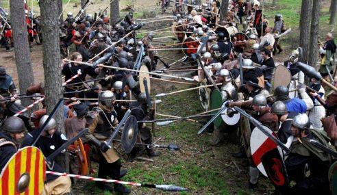 Peminat Tolkien Bertempur Di Hutan Czech