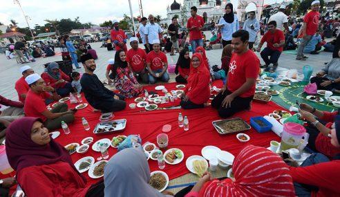 MB Kedah, Isteri Iftar 'Potluck' Bersama Rakyat