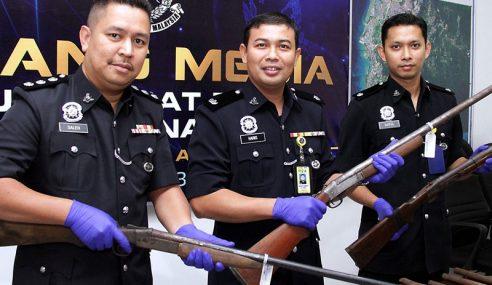 Polis Tahan Lelaki, Rampas 3 Laras Senjata Api