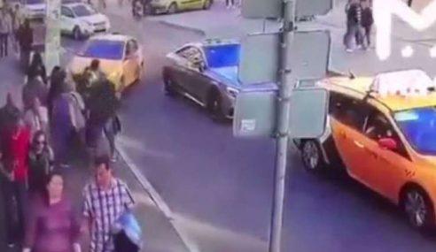 7 Cedera Pemandu Teksi Rempuh Pejalan Kaki