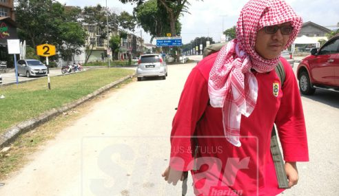 Remaja Tekad Jalan Kaki Ke Makkah