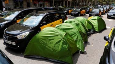 Pemandu Teksi Sepanyol Desak Kerajaan Sekat Uber