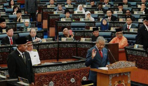 220 Anggota Parlimen Angkat Sumpah