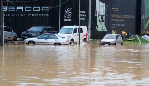 3 Kawasan Perumahan Di P.Pinang Dilanda Banjir Kilat