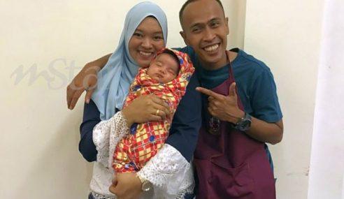 Isteri Achey Usaha Jadi Ibu Susuan Anak Angkat