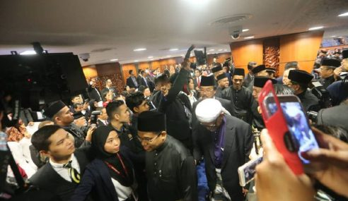Pembangkang Bantah Pelantikan Mohamad Ariff