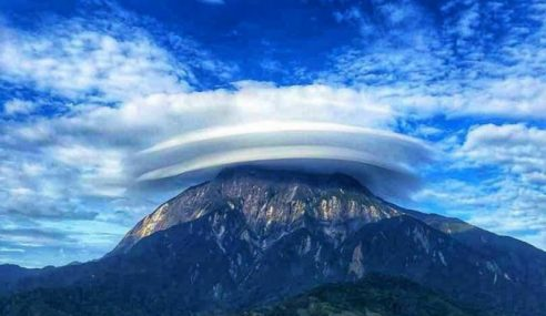 Awan Berbentuk Topi Di Gunung Kinabalu Fenomena Biasa