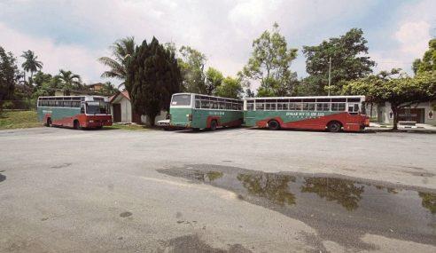 Syarikat Bas 'Muflis' Jejas 100 Murid Di Simpang Renggam