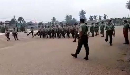Tentera Nafi Kawad Gaya Askar Komunis