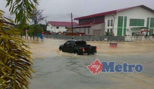 Sebuah Sekolah Rendah Ditutup Banjir Di Miri