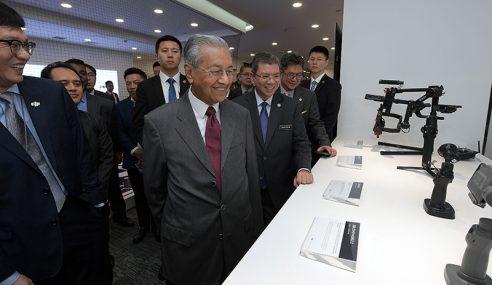 Dr Mahathir Saksi Demonstrasi Dron Di Beijing