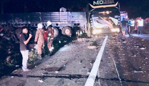 Seorang Maut, 20 Cedera Dalam Kemalangan Bas, Treler