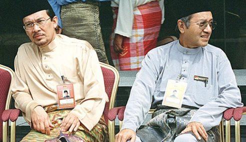 Malaysia Saksikan Sekali Lagi Pertembungan Mahathir-Anwar
