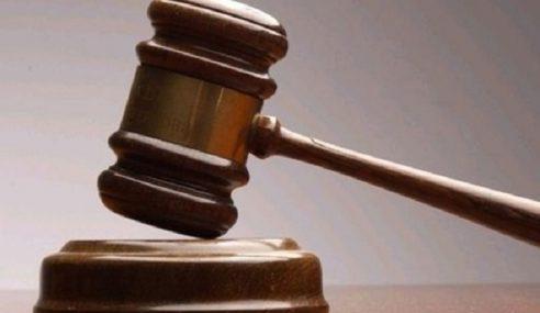 Lelaki Nigeria Didenda Merokok Di Kawasan Mahkamah