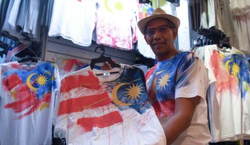 Luahan Cinta Negara Menerusi Lukisan Di Atas Kemeja-T