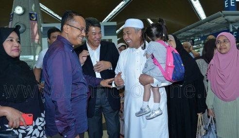 MB Terengganu Sambut Zahid Dari Makkah