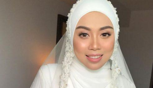 Tasha Manshahar Pakai Niqab Ketika Berjalan Seorang Diri
