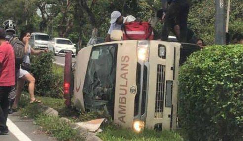 Ambulans Hospital Mukah Kemalangan Di Sibu