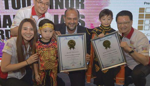 Gobind Diiktiraf Malaysia Book Of Records