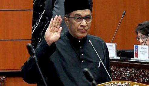 Husam Musa Angkat Sumpah Sebagai Senator
