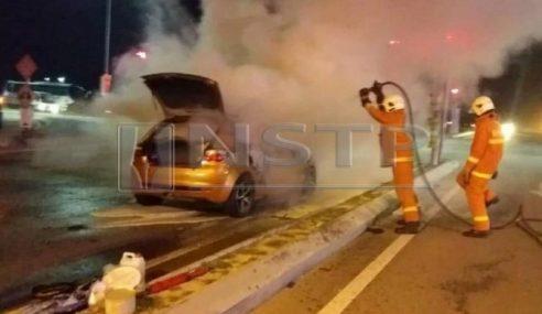 Suami Isteri Selamat Selepas Kereta Dinaiki Terbakar