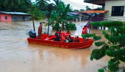 Bomba Selamat 33 Mangsa Banjir Kilat Terperangkap Di Rumah
