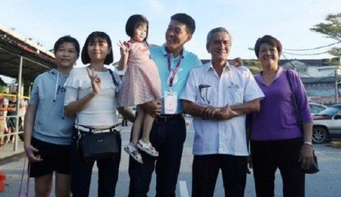 Calon MCA Mengundi Bersama Isteri, Ibu, Bapa