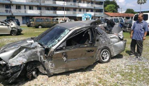 2 Maut Kereta Terbabas Rempuh Pagar