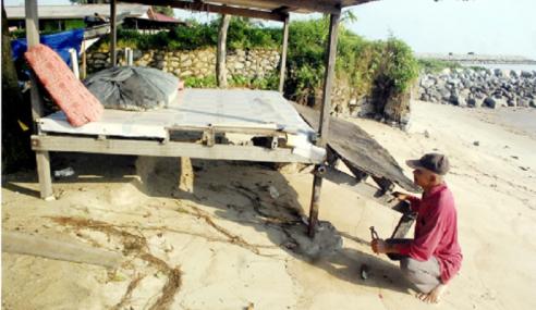 Tempias Air Pasang Besar Rosakkan Pangkin Nelayan