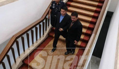 Calon Presiden MCA Dihalau Dari Lobi Parlimen