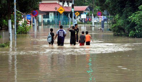 50 Mangsa Banjir Di Teluk Kumbar Mula Dipindahkan