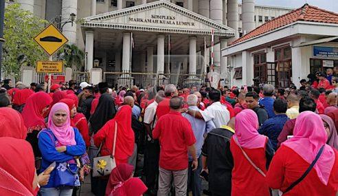 Baju Merah Tanda Solidariti Untuk Ahmad Zahid