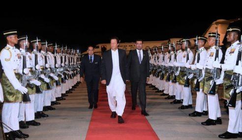 PM Pakistan Diberi Sambutan Karpet Merah