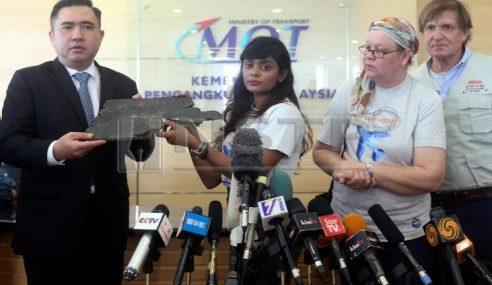 Waris Mangsa MH370 Serah 5 Serpihan Pesawat