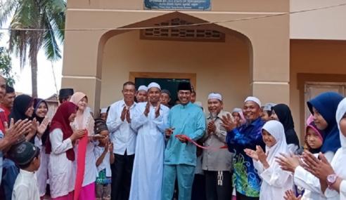 Sekolah Agama Bagi Daif Di Sempadan Kemboja-Vietnam