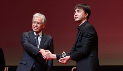 Pengarah Huang Huang Menang Anugerah Di Jepun