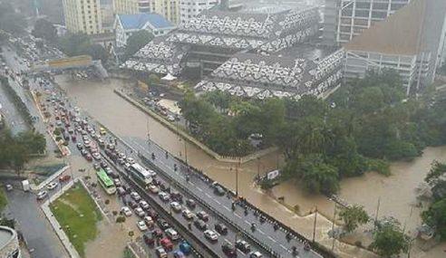 Surau, Stesen Minyak Kerugian Akibat Banjir Kilat KL