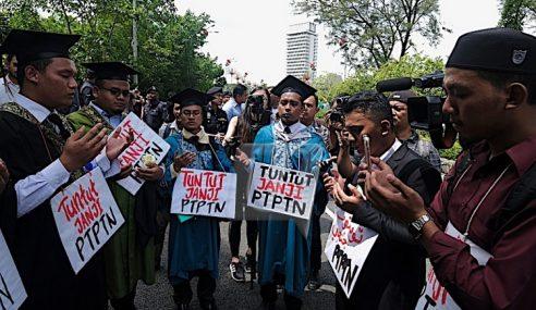 Jalan Kaki Ke Parlimen Bantah Kena Bayar PTPTN
