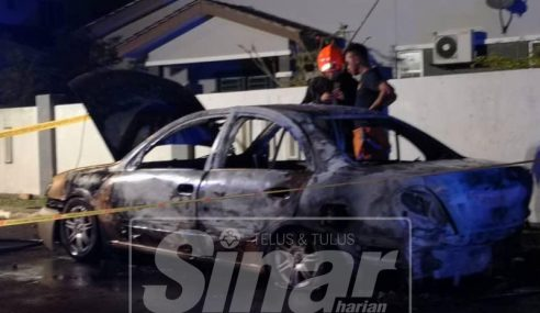 Padam Kebakaran Kereta Temui Mayat Rentung