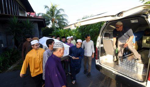 Jenazah Zainuddin Dibawa Keluar Dari Kediaman Di Putrajaya